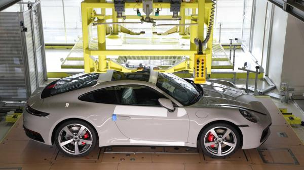 Porsche 911 Owners Can See Their Cars…